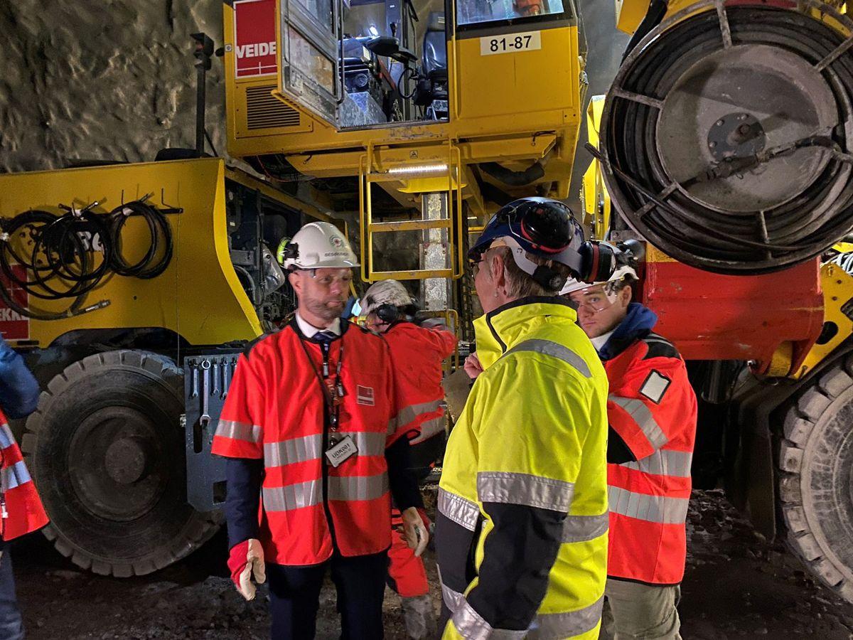 Hanne Stormo og Bent Høie i tunnelen. Foto: Marianne Henriksen, Bane NOR