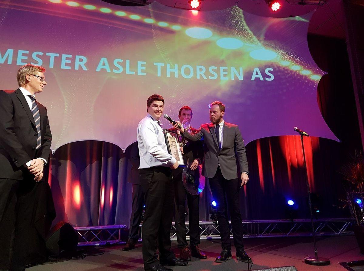 Odd øystein Grødum i Byggmester Asle Thorsen AS tok imot prisen for beste innkjøper. Foto: Mesterhus