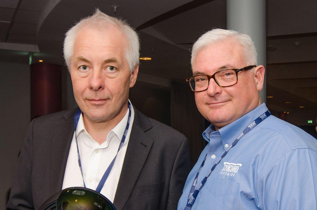 Administrerende direktør Halvor Jensen i NTI CADcenter (til venstre) og administrerende direktør Tom Dengenis i Synchro Software.