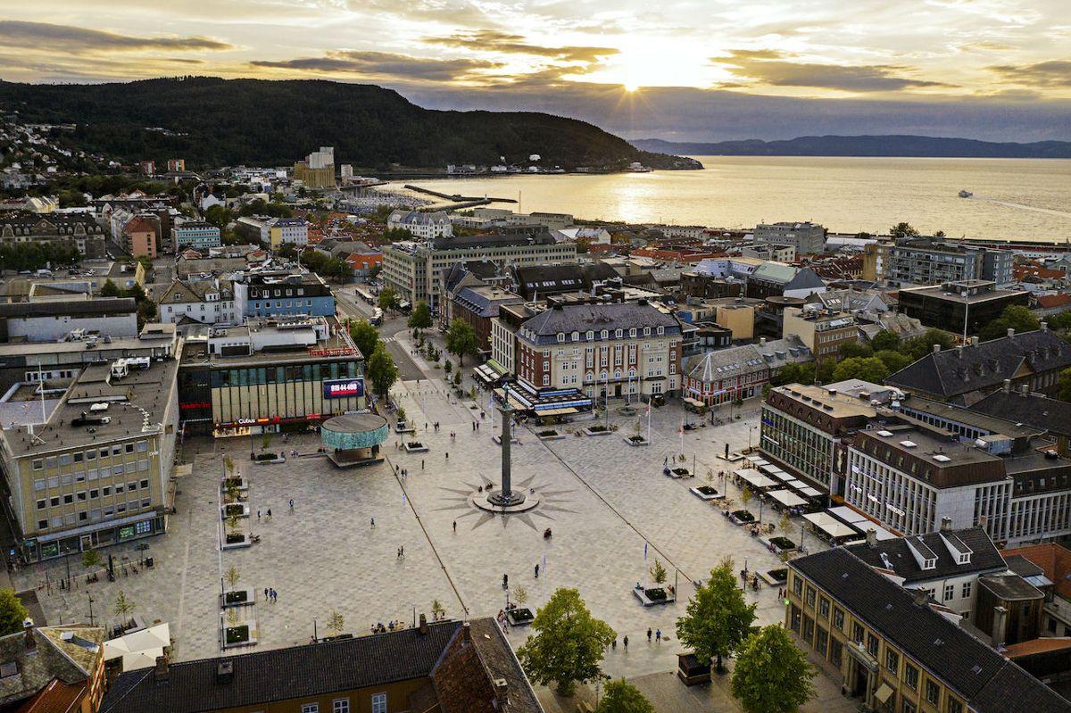 Torvet i Trondheim – Trond Heggem og Marit Solum. Foto/dronebilde: Glen Musk