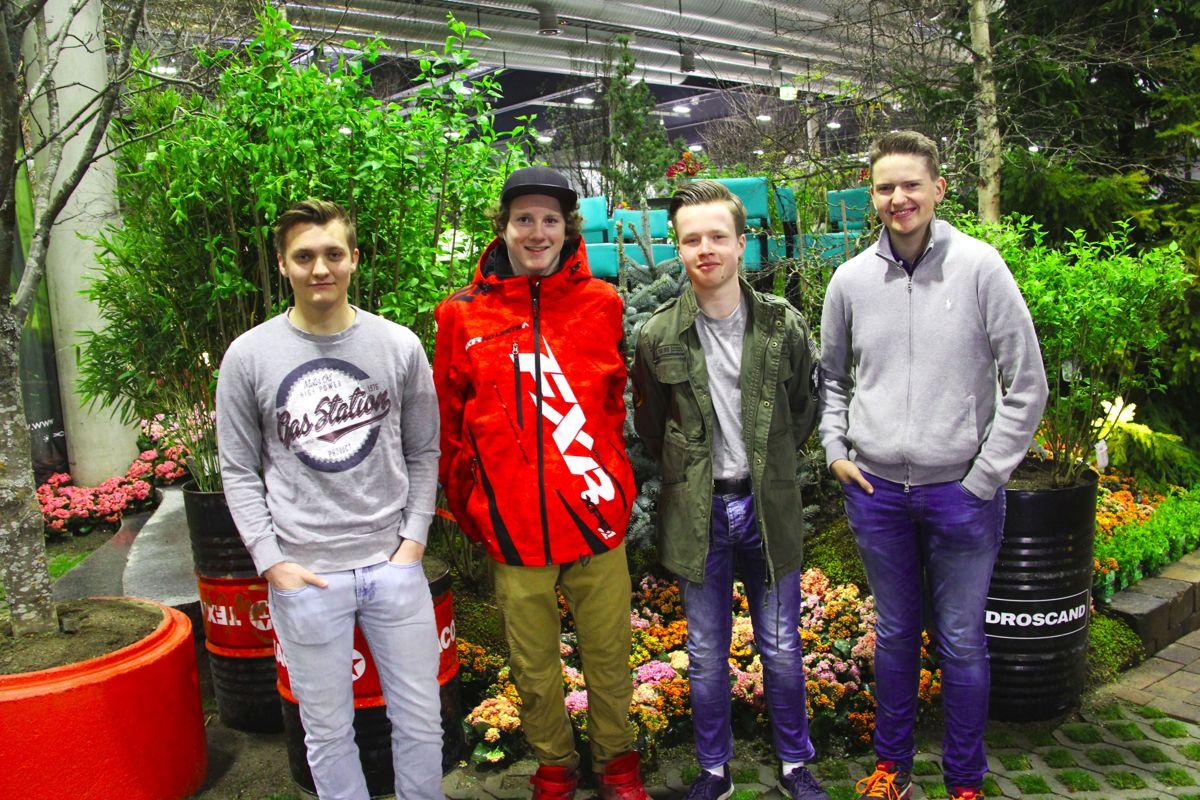Anleggsgartnerelever fra Hvam videregående skole har vært med og bygge den store utstillingshagen i Naml-regi. Foto Madeleine Bergheim.
