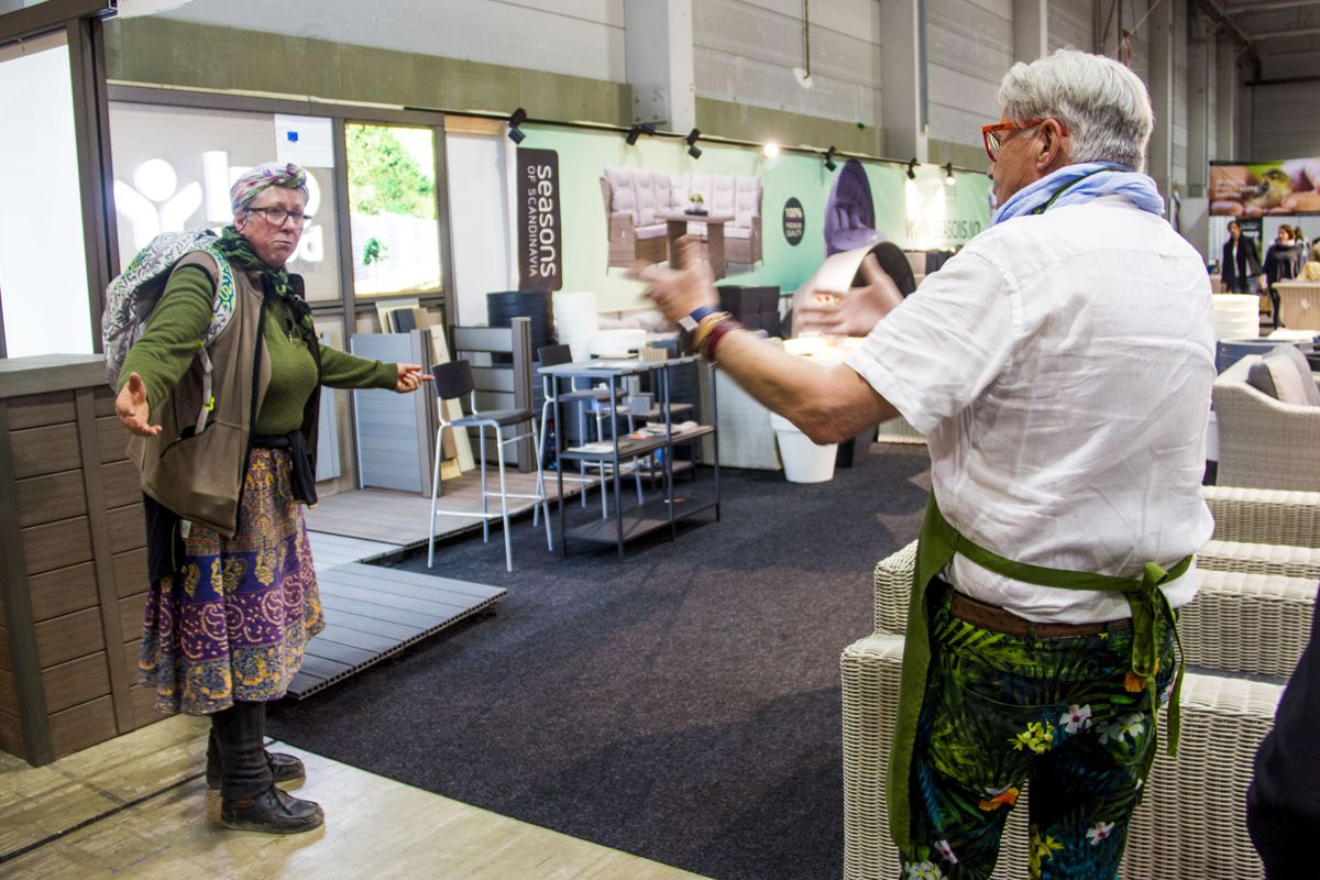 Finn Schjøll møter en annen hageentusiast på Hagemessen 2017. Foto: Madeleine Bergheim