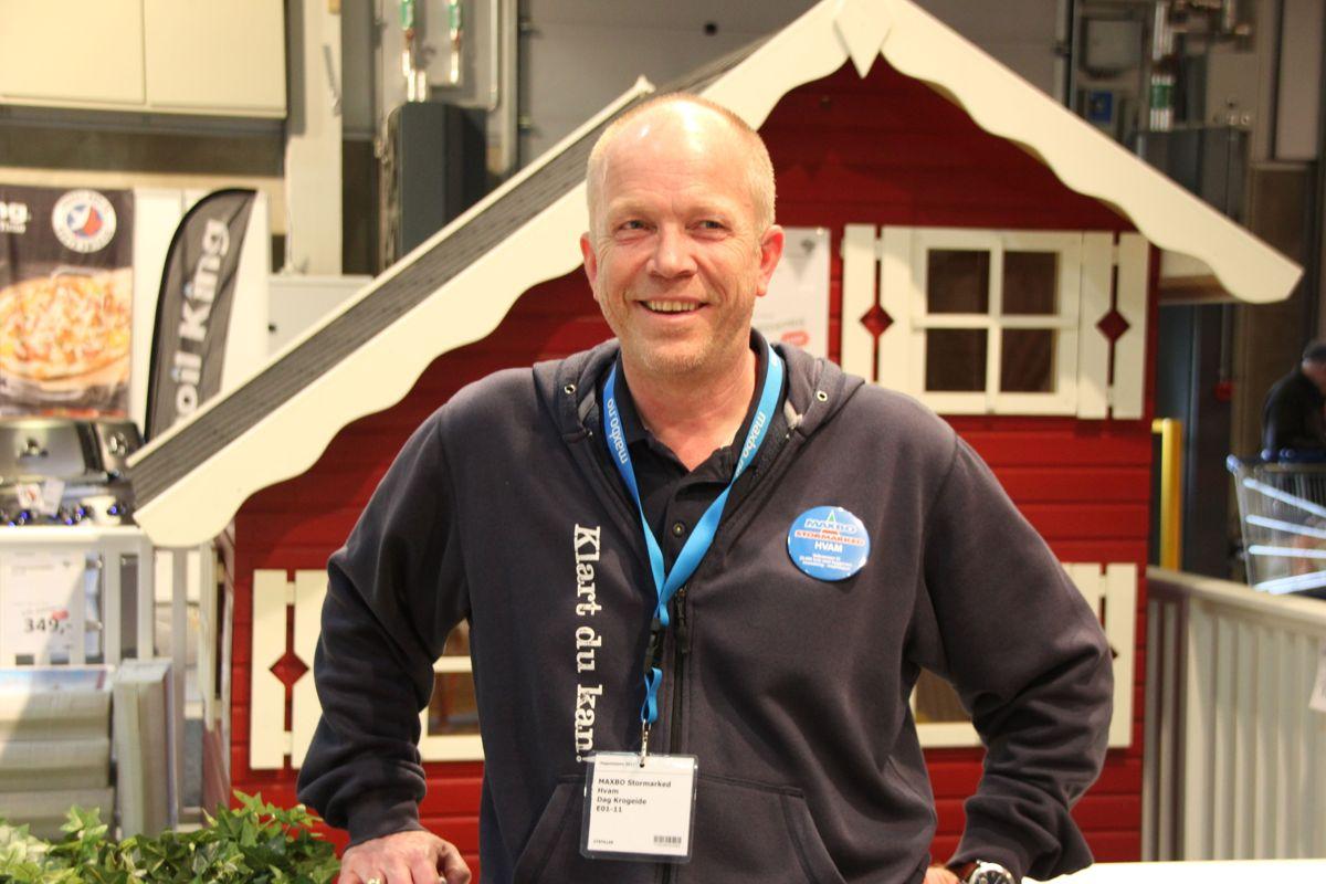 Dag Krogeide, varehussjef i Maxbo stormarked Hvam, deltok med stor stand på Hagemessen 2017. Foto: Svanhild Blakstad
