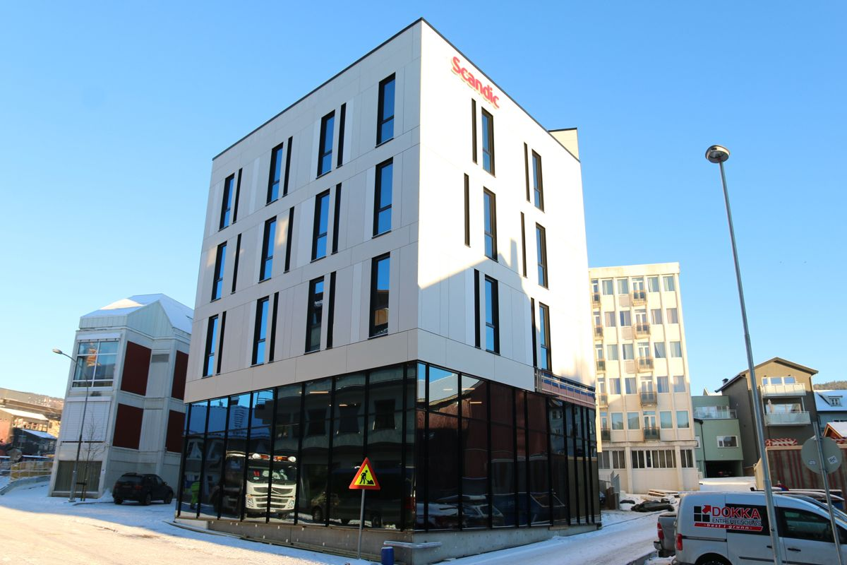 Den nye hotellfløyen med 56 nye rom og noe næringsareal på bakkeplan, er tegnet av Studion NSW på Hamar.