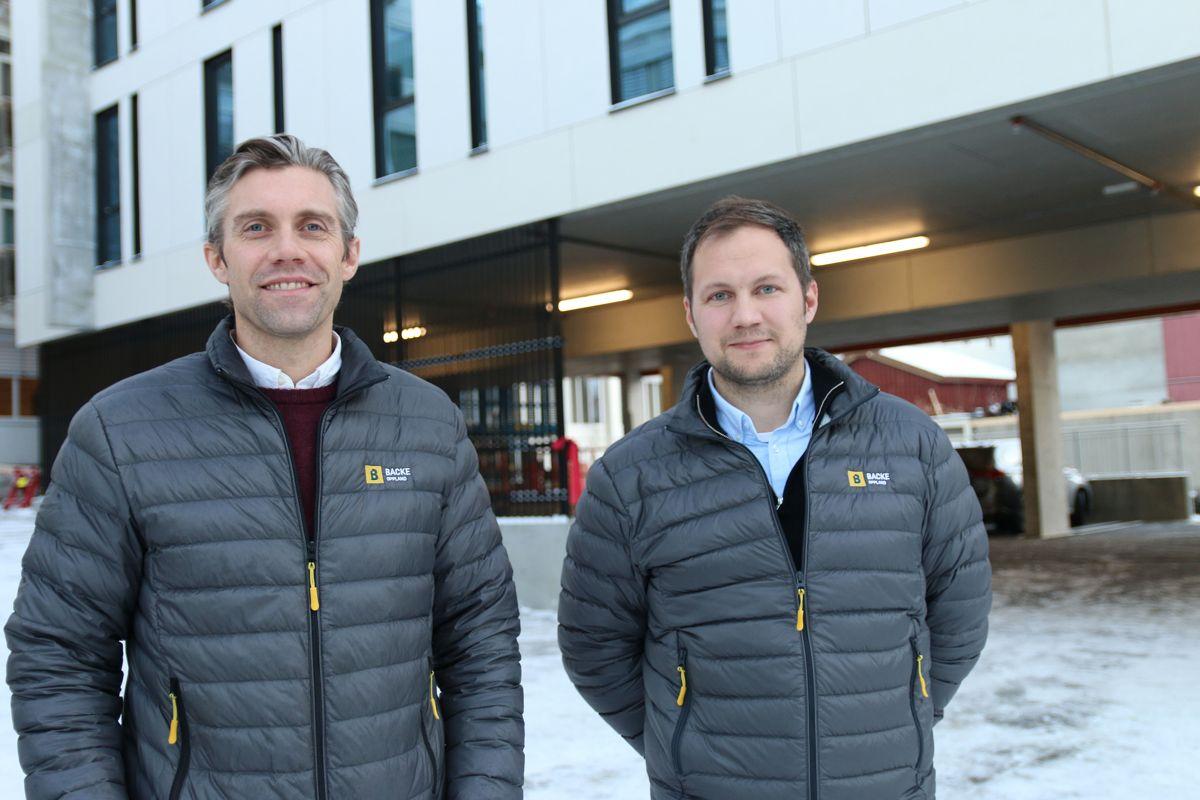 Administrerende direktør Christian Rønning og prosjektleder Emil Steinsvoll i Backe Oppland.
