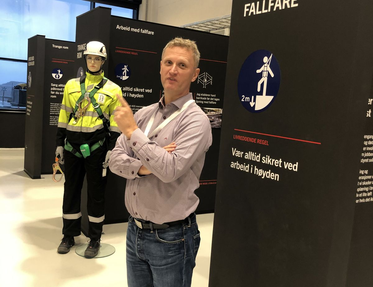 Harald Eik, direktør for HMS og kvalitet i Glencore nikkelverk, redegjorde for etableringen av sikkerhetssenteret.