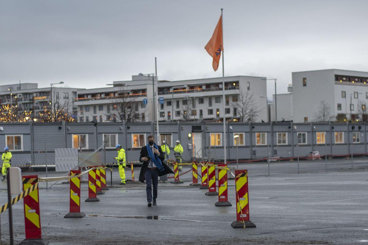 Samferdselsminister Knut Arild Hareide da han ankom byggeplassen.