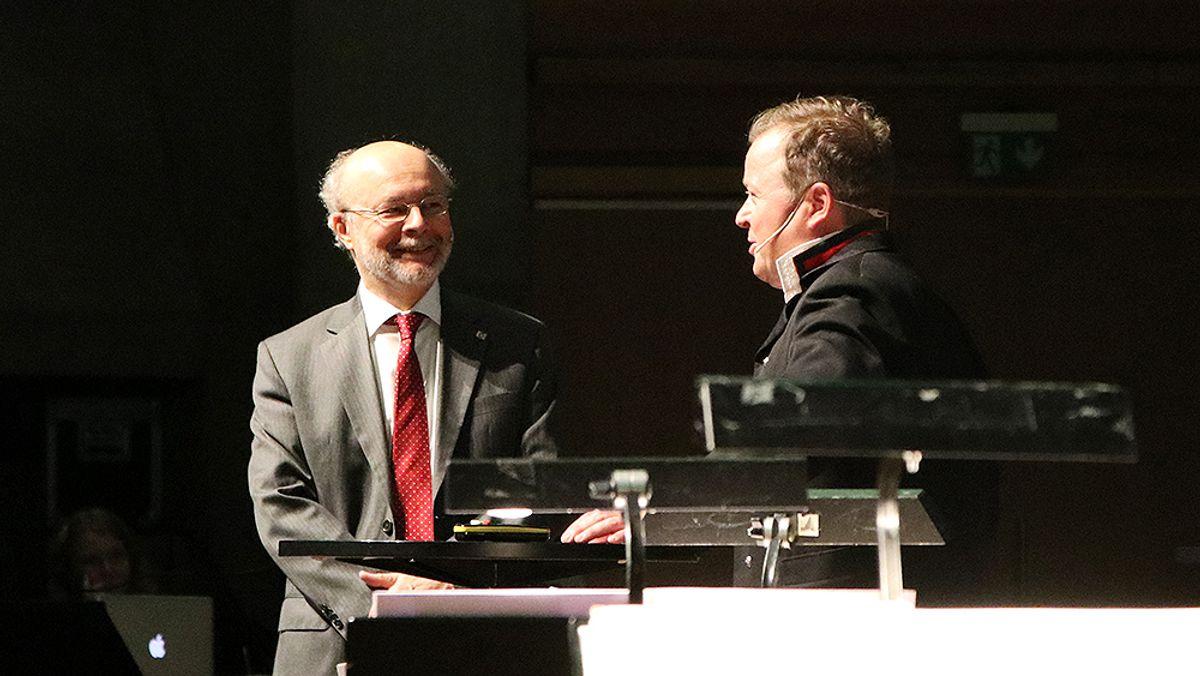 Konferansier Arne Hjeltnes og Tarcisio Celestino, president International Tunneling Association.