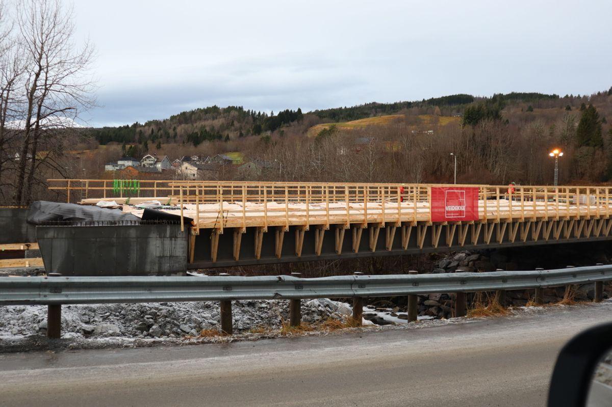 Veidekke bygger ny bru i forbindelse med atkomsten til det som skal bli nytt fellessykehus for Nordmøre og Romsdal, på Hjelset utenfor Molde. Foto: Svanhild Blakstad