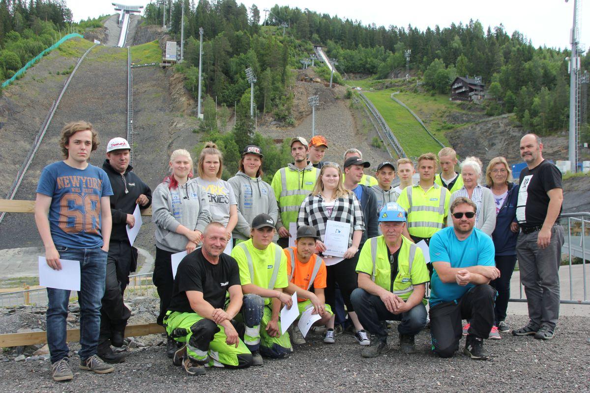 Deltakere og ledere på skoleprosjektet K65 i Vikersundbakken. Foto: Svanhild Blakstad