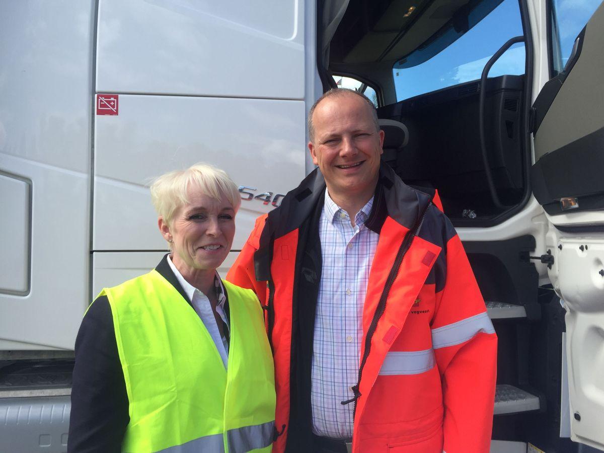 Administrerende direktør Heidi Finstad i Treindustrien og samferdselsminister Ketil Solvik-Olsen. Foto: Treindustrien