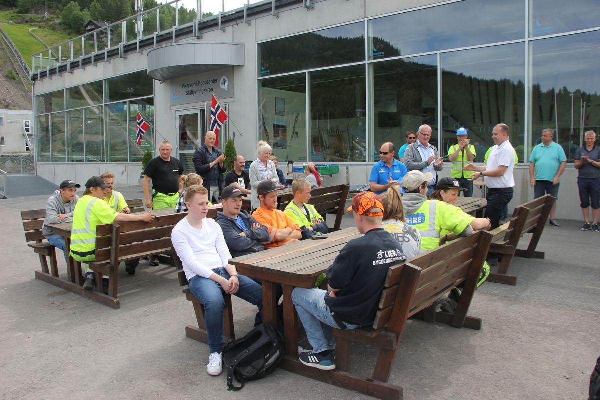 Ungdommene i skoleprosjektet K65 i Vikersundbakken fikk velfortjent heder under avslutningen i Hoppsenteret torsdag 15. juni. Foto: Svanhild Blakstad