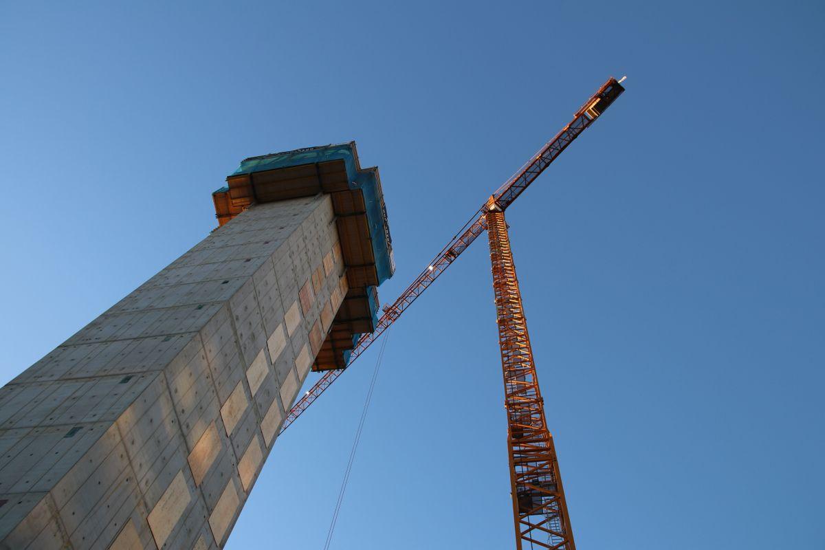 Tårnene blir høye, og på innsiden merker man dimensjonene på utbyggingen.