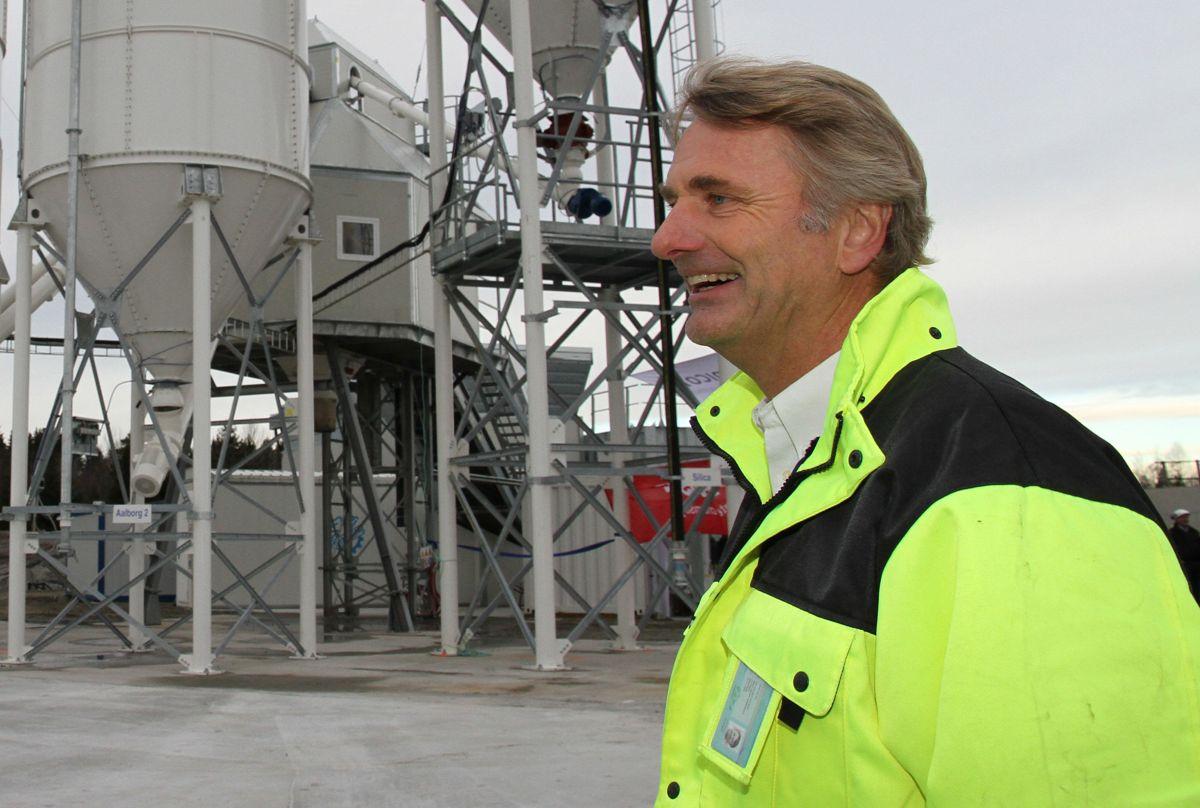 Distriktssjef Bjørn Goska, administrerende direktør Knut Tiseth og regionsdirektør Øst Bent Einar Nygren i Unicon (fra venstre) kan glede seg over den nye betongfabrikken i Vestby.
