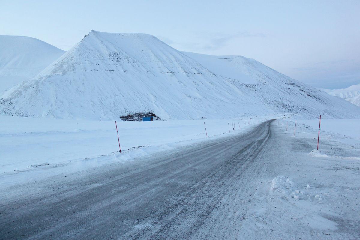 Den tre kilometer lang veien over Marthabreen skal nå rives.