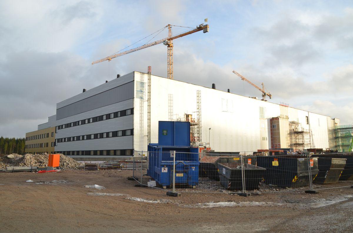 <p>Ved utgangen av november var 60 prosent av Nye Østfold Sykehus ferdig bygget. Sykehuset skal være i drift i 2016. (SE BILDEKARUSELL UNDER BILDET.)<br></p>