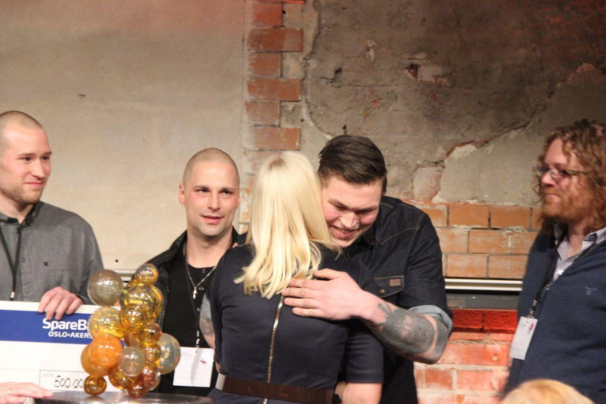 Kronprinsesse Mette-Marit delte ut prisen for Årets sosiale entreprenør til Monsterbedriften. (Foto: Svanhild Blakstad)
