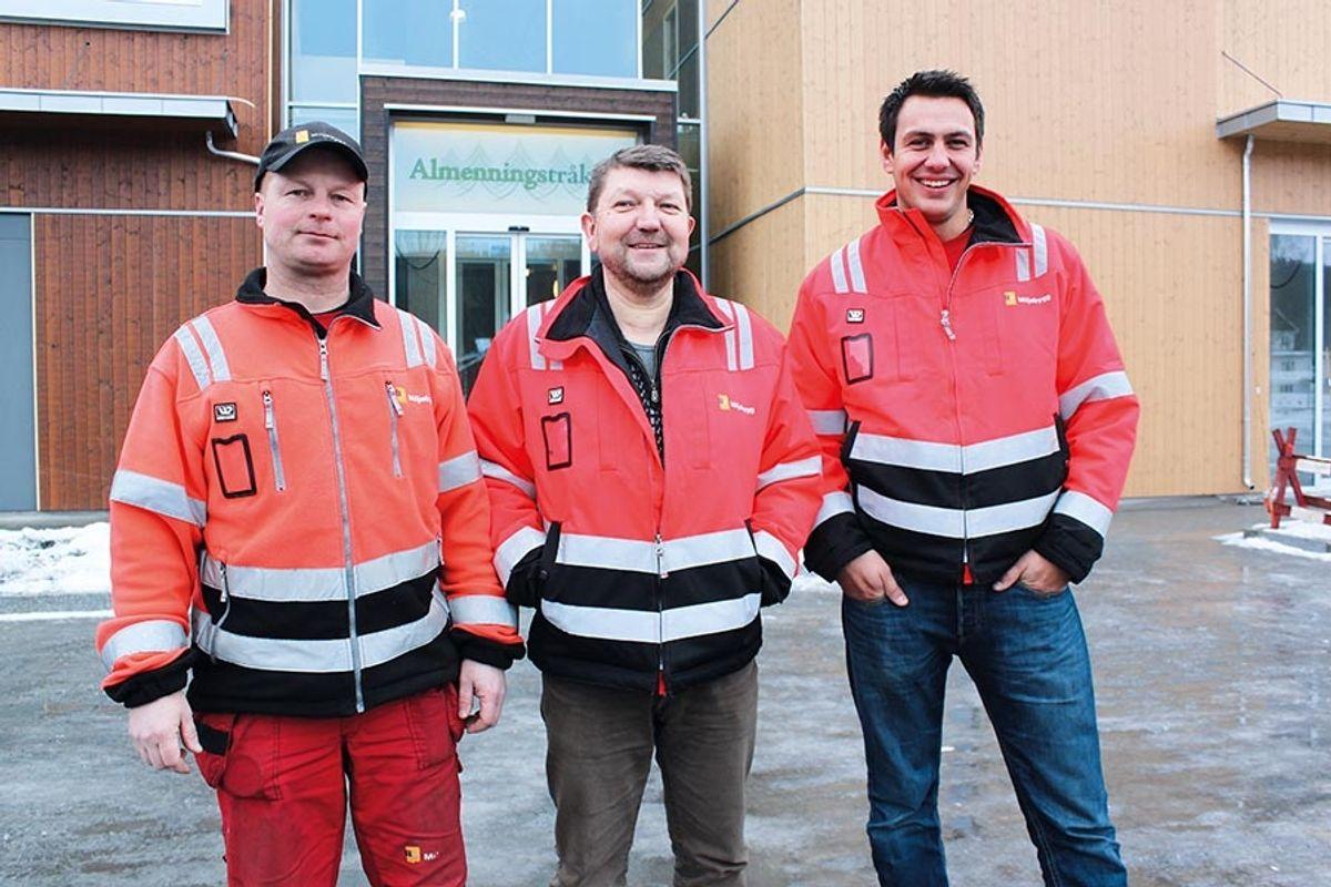 Miljøbygg har klart seg med tre funksjonærer i prosjektet. Jan Høiby (midten) regionsjef for Miljøbygg i Hadeland hadde prosjektlederansvaret, mens Bård Hauger (t.v) og Kristian Ruud Fjeld har fungert som byggeplassledere. Foto: Homleid