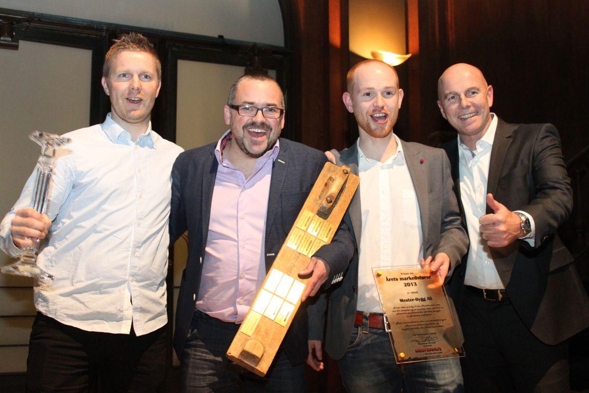 En glad gjeng fra Mester-Bygg AS i Namsos som ble kåret til Årets markedsførere. Fra venstre: Ketil Kjølstad, Bjørnar Blengslie og Bjarne Holmsen. Kjedeleder Raymond Myrland (t.h.)