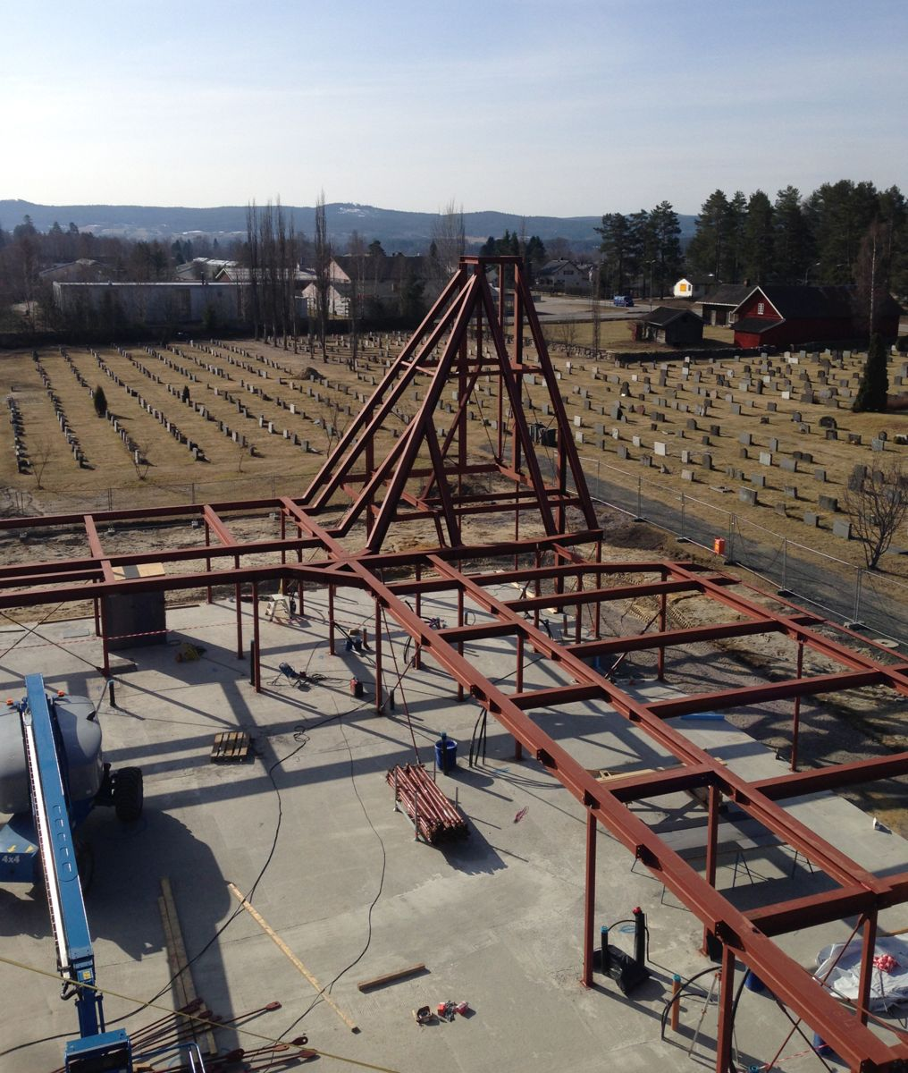 <p>150 tonn med stål utgjør de bærende konstruksjonene til nye Våler kirke (foto: Armec).<br></p><p></p>