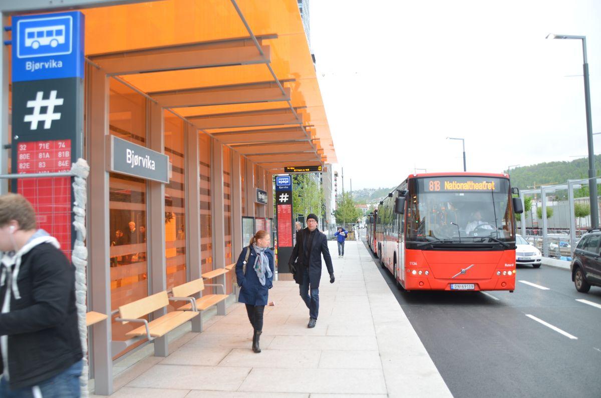 Flere busser til og fra Oslo fikk nytt stoppested i Bjørvika.