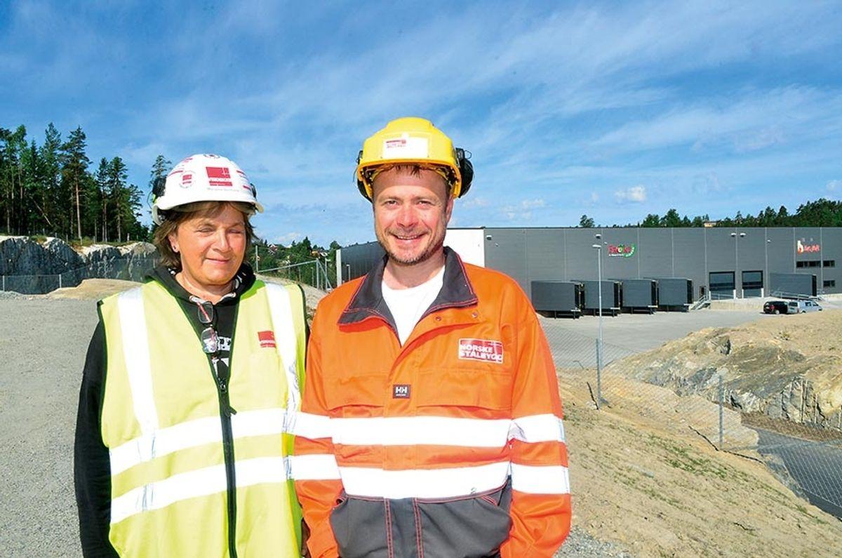 Anleggsleder Marianne Berntsen i Veidekke Anlegg og prosjektleder Hans Petter Dalen i Norske Stålbygg.