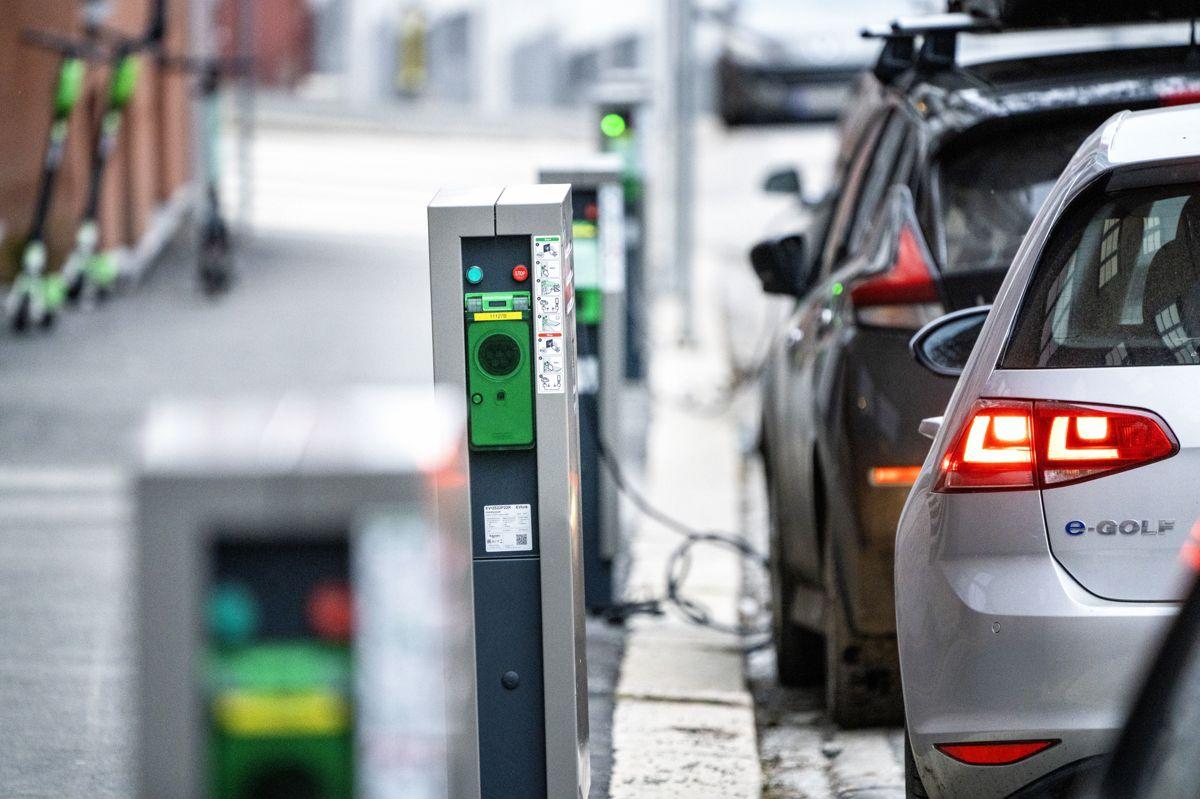 Man sparer både tid og penger dersom man stanser ladingen av elbilen når den har nådd 80 prosent, ifølge Naf. Illustrasjonsfoto: Gorm Kallestad / NTB