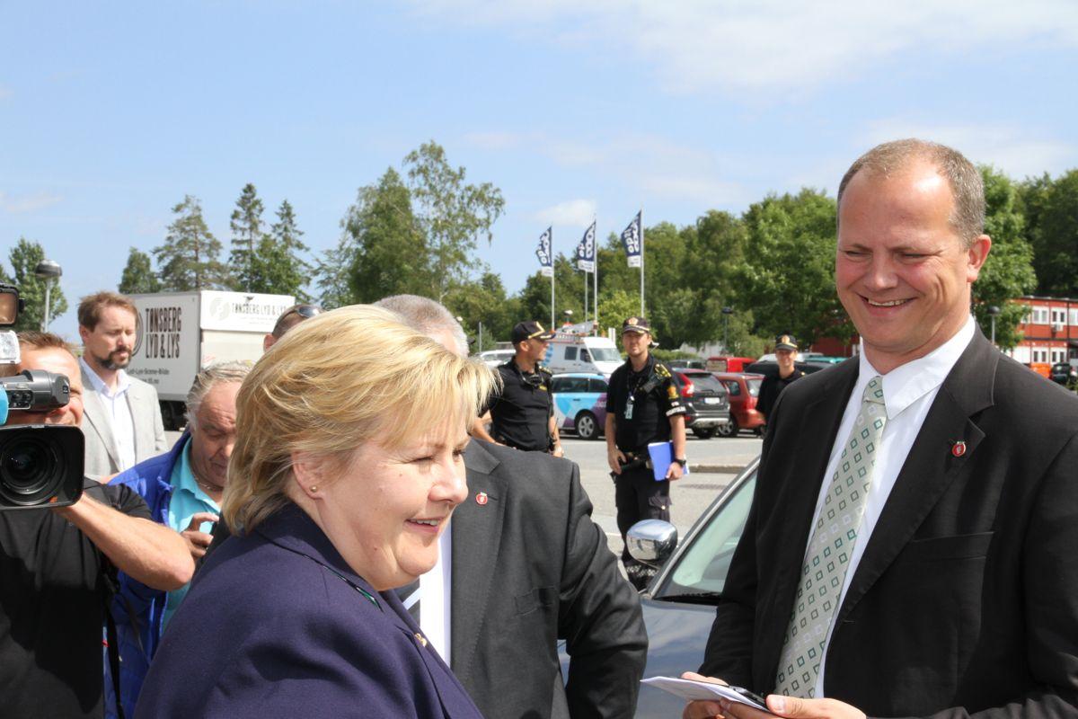 Statsminister Erna Solberg var til stede sammen med samferdselsminister Ketil Solvik-Olsen under åpningen av nye E18 Gulli-Langåker fredag.