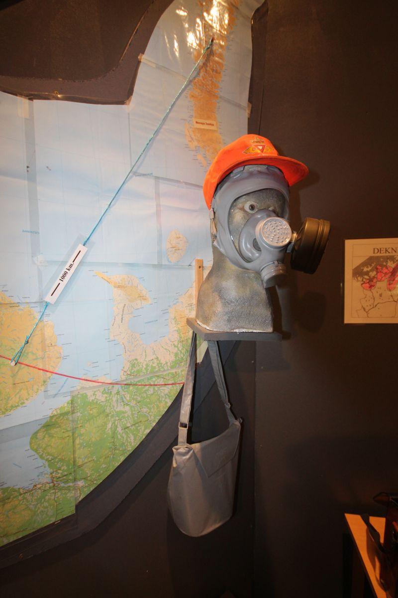 Under den kalde krigen hadde Statens vegvesen i Finnmark verneutstyr til samtlige ansatte som skulle beskytte mot atomsprengninger på Novaja Zemlja.