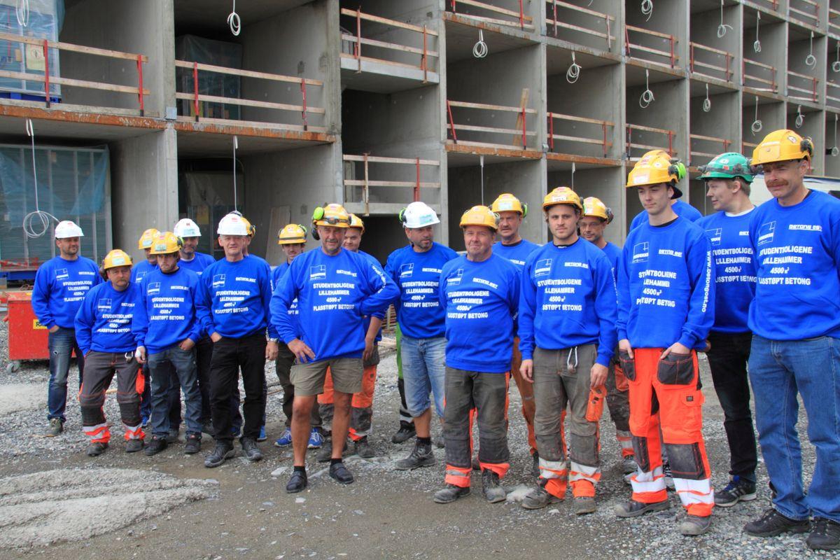 <p>Fornøyde karer fra Veidekke har kommet vel i havn med støping av bærekonstruksjonene for de nye studentboligene på Lillehammer (foto: Jørn Hindklev).<br></p>