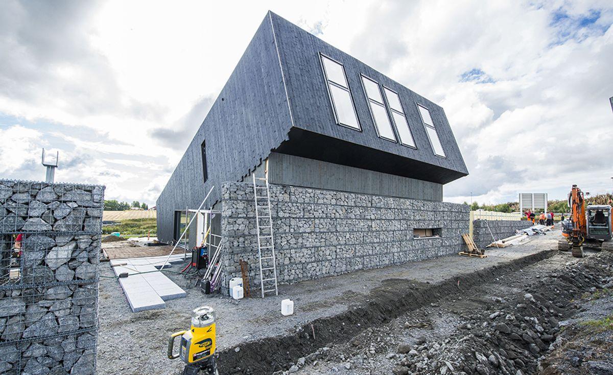Det er Snøhetta som har vært arkitekt for plusshuset på Ringdalskogen utenfor Larvik. (Foto: Paal-André Scwital)
