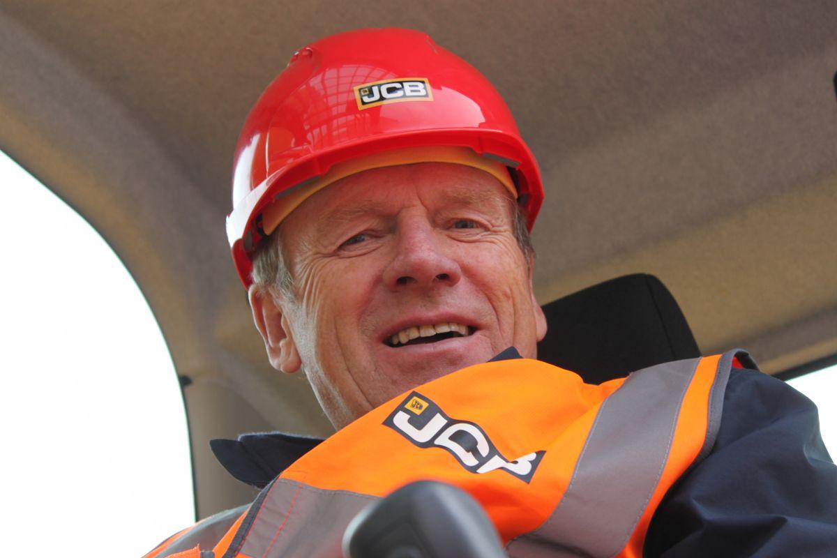 Styreleder Kåre Rosendal i Rosdenal Maskin likte de han så da JCB nylig presentere en rekke nyheter.
