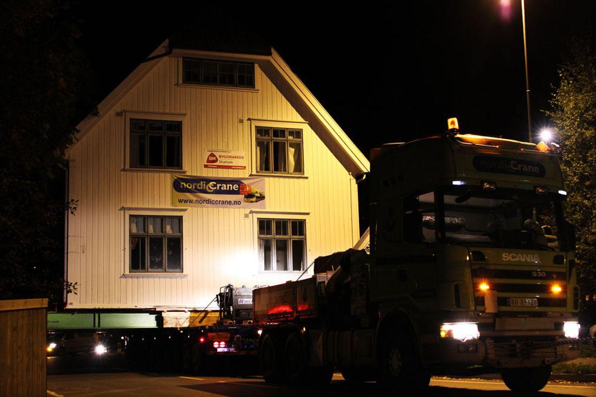 <p>Svennebyvillaen på vei til Maihaugen (foto i karusellen:Audbjørn Rønning/Maihaugen og Jørgen Skaug).</p><p></p>