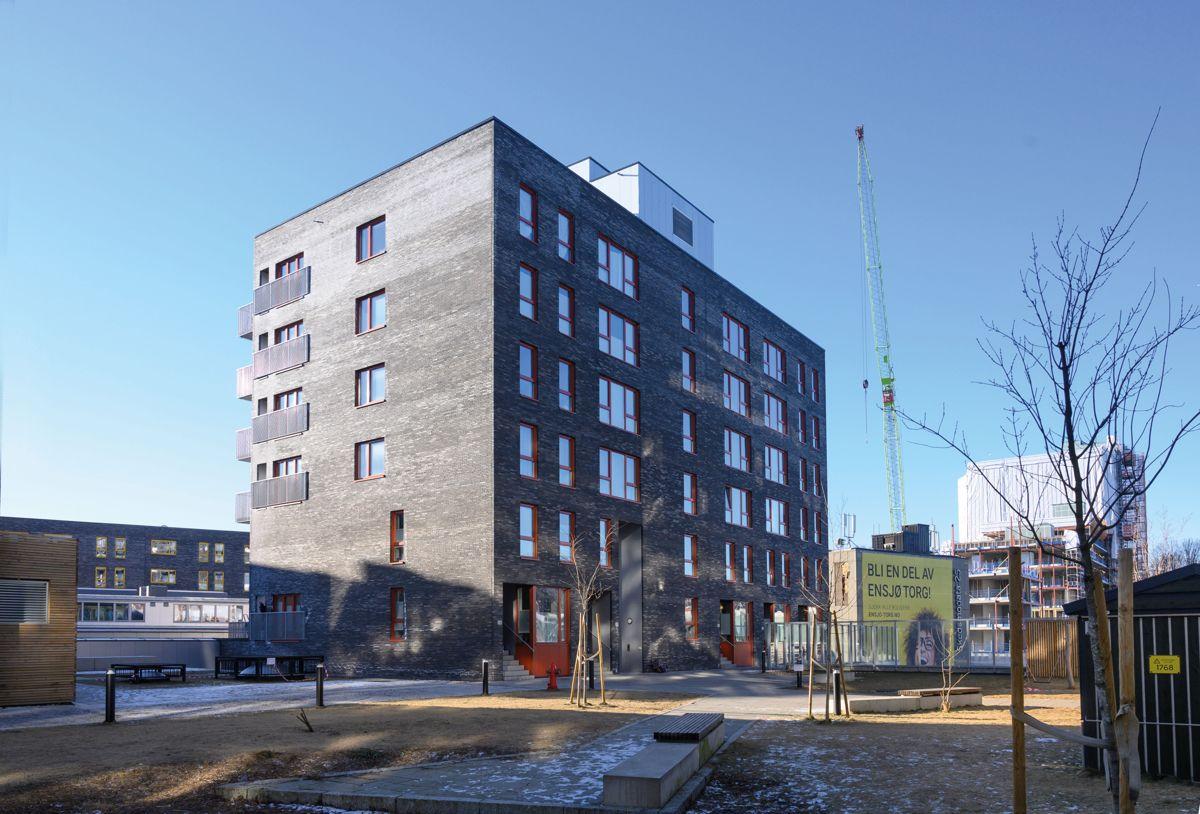 Boligbokker med townhouse-leiligheter i Ensjø Torg i Oslo, 13.2.2021. Foto: Trond Joelson, Byggeindustrien