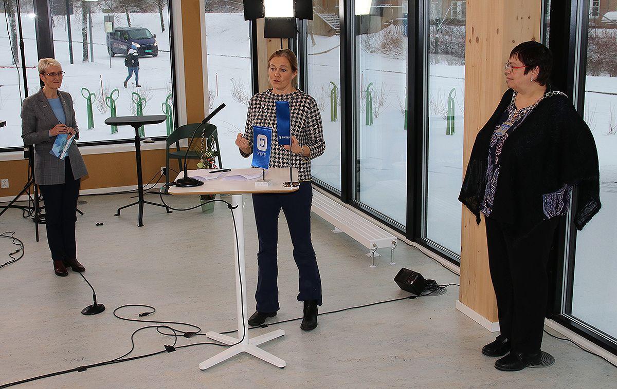 Anne Borg (NTNU) (f.v.), Alexandre Bech Gjørv (SINTEF) og ordfører Rita Ottervik.