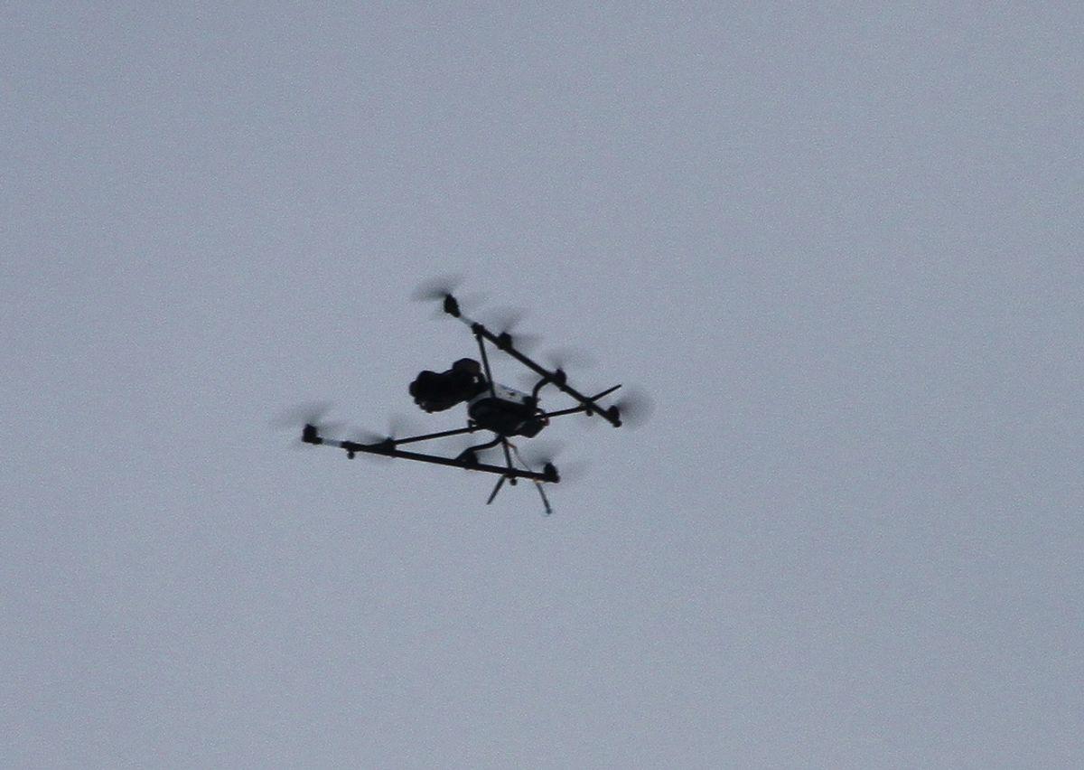 Dronen i lufta over rasstedet. Foto: Arve Brekkhus