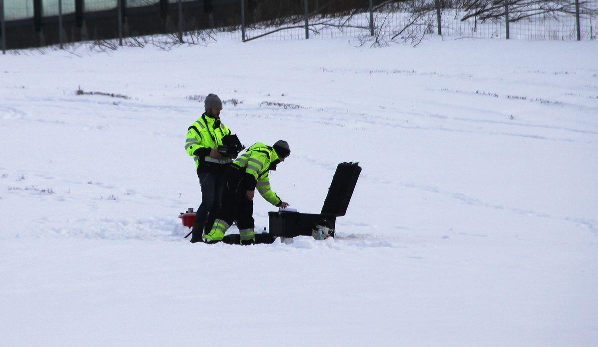 Dronepiloter i gang med undersøkelser ved Skjeggestad bru. Foto: Arve Brekkhus