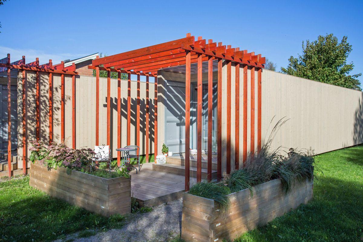 EcoCube AS modulboliger. Stålcontainerne ble kledd i panel utvendig for å heve det estetiske uttrykket. Foto: VizPro AS