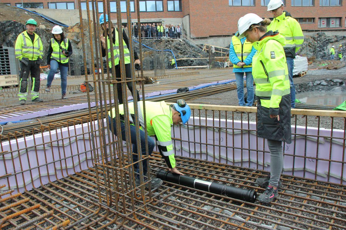 HELSFYR PULS: Prosjektleder Anne Lise Schei i BundeBygg og Per Morten Johansen, administrerende direktør i Omsorgsbygg. Foto: Svanhild Blakstad