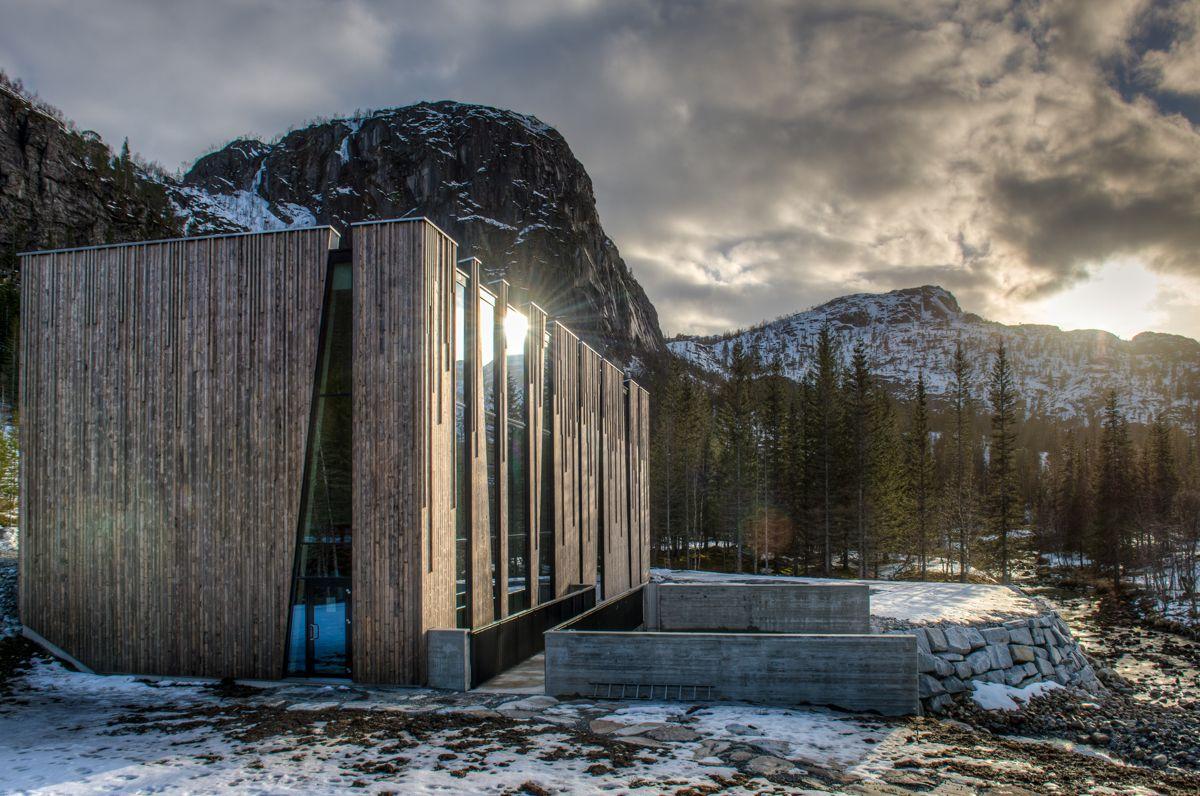 <p>Øvre Forsland kraftverk ligger nydelig til på fjellet på Helgeland (foto: Bjørn Leirvik).</p>