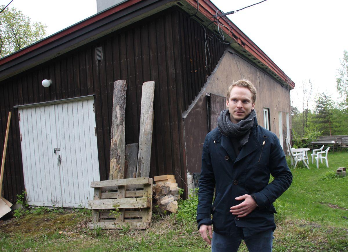 - I dette gamle fyrhuset skal det blant annet bli publikumsfasiteter, sier forvaltningssjef Haavar Vive i Statsbygg. (Foto: Svanhild Blakstad)