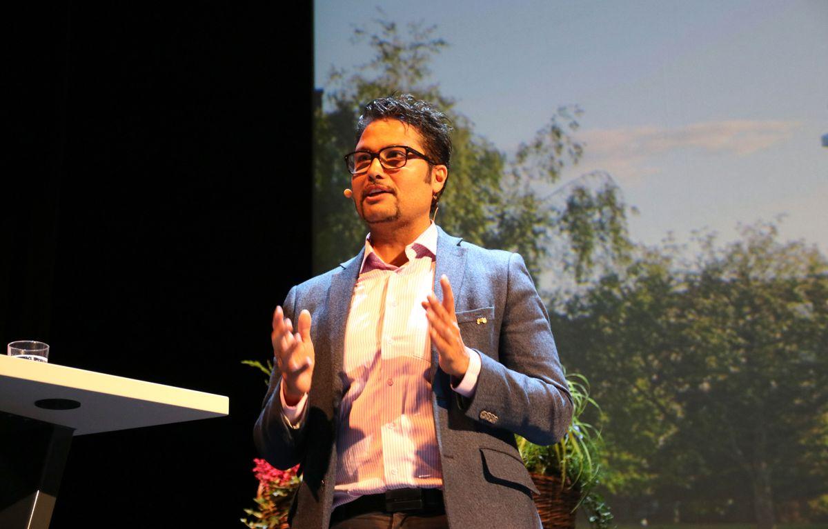 <p>OBOS-direktør Daniel K. Siraj innledet Boligkonferansen til OBOS.</p>