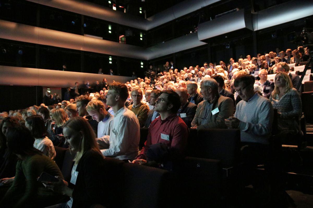 Nesten full sal i Operaen