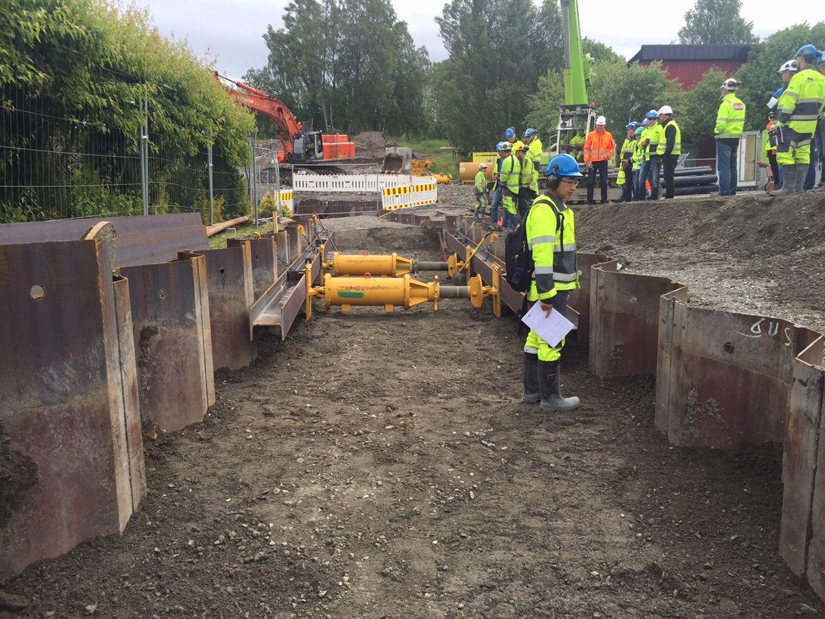Demomontering av pute (HEB280) og stiver (MP60). Foto: Kynningsrud