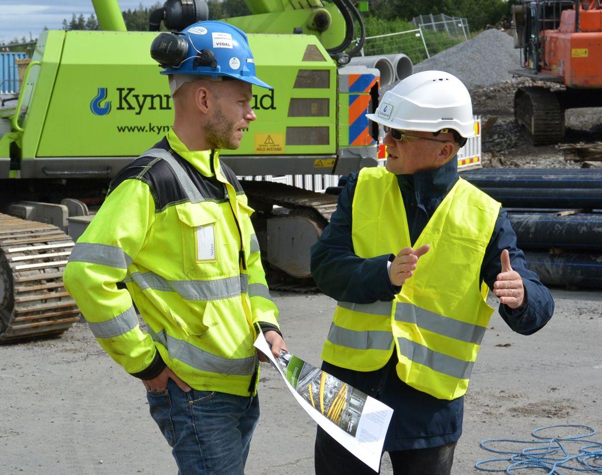 Arne T. Eigeland fra Multiconsult og Sam Oldroyd fra Groundforce i en god diskusjon. Foto: Kynningsrud