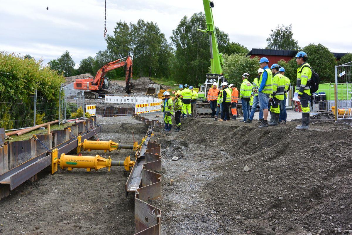 Mekaniske stivere for spuntgrøft på plass ved fylkesvei 35. Foto: Kynningsrud