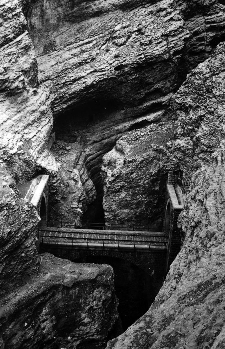 Jernbane gikk i farlig fjell langs Nord-linjen. Erfaringer fra Flåmsbana var gode å ha med seg. Foto: Kampsax