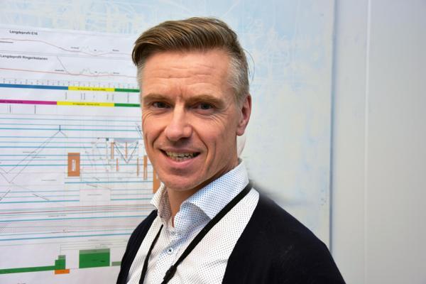 Morten Klokkersveen er ansatt som utbyggingsdirektør i Nye Veier. Han fortsetter dermed å lede utbyggingen av Ringeriksbanen og E16. Foto: Njaal Svingheim.