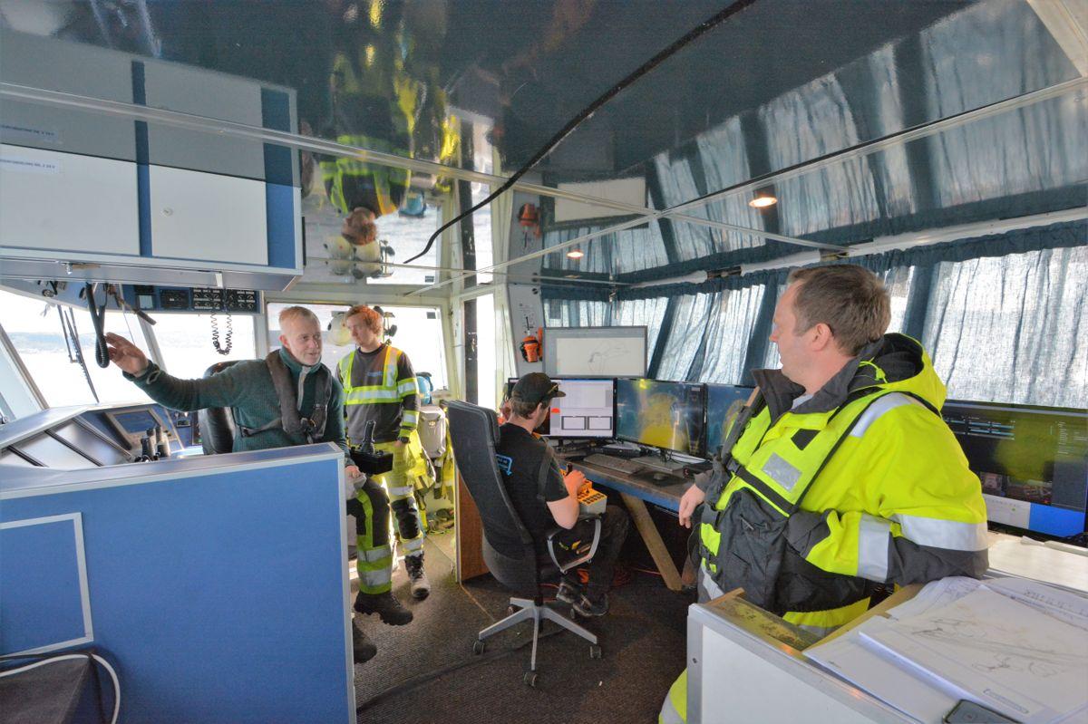 Dykkerteknikk rehabilitere det såkalte diffusoranlegget til VEAS på 50 meters dyp i Oslofjorden. Driftsleder Ole Nilsen, anleggsdykker Torstein Tellefsen, ROV-pilot Aleksander Røed og daglig leder Fredrik Breiby sier det er utfordrende å jobbe så dypt.