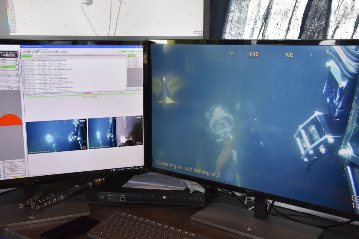 Dykkerlaget har god oversikt over hva som skjer under vann.